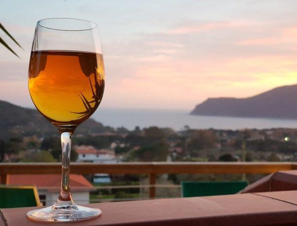 residence-minihotel-lacona-appartementen-drankje.jpg