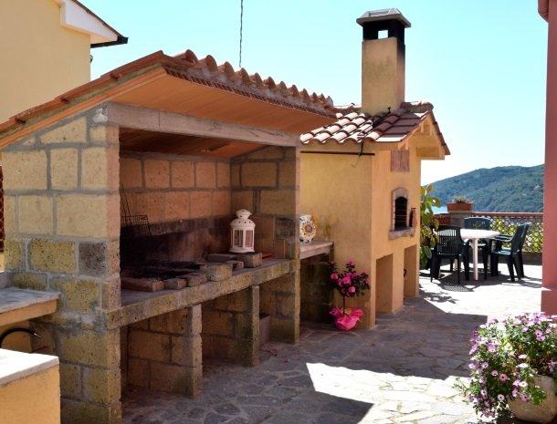 residence-minihotel-lacona-appartementen-barbecue.jpg