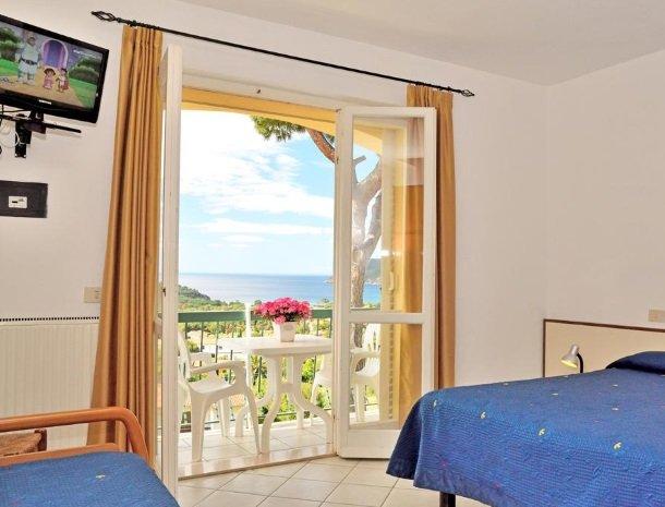 residence-minihotel-lacona-appartementen-balkon.jpg
