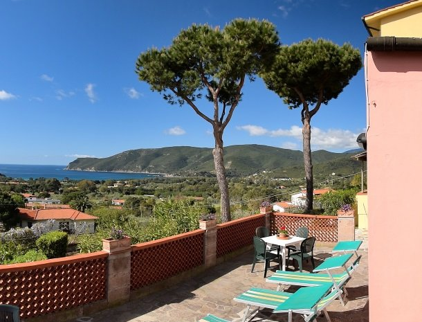 residence-minihotel-lacona-terras-uitzicht.jpg