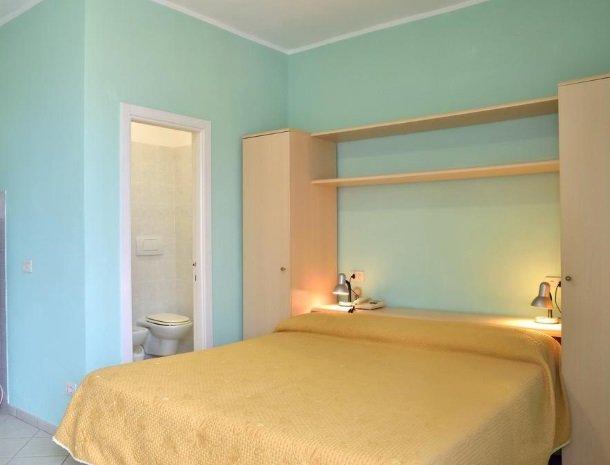 residence-minihotel-lacona-appartementen-studio-bed.jpg