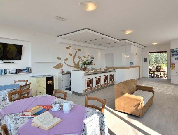 residence-minihotel-lacona-appartementen-receptie.jpg