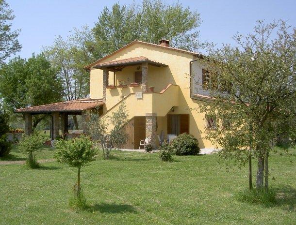 agrisantanna-appartementen-toscane-zijkant-verde.jpg