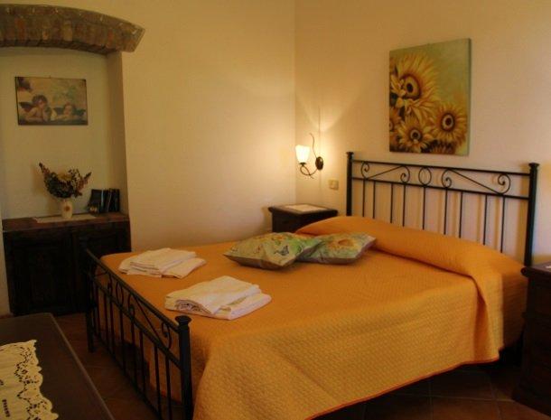 agrisantanna-appartementen-toscane-slaapkamer-giallo.jpg