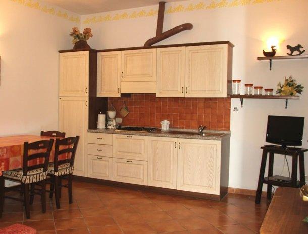 agrisantanna-appartementen-toscane-keuken-giallo.jpg