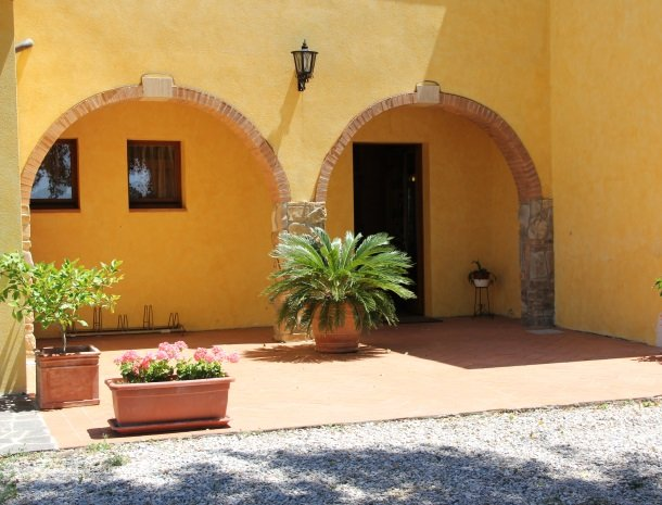 agrisantanna-appartementen-toscane-ingang-restaurant.jpg