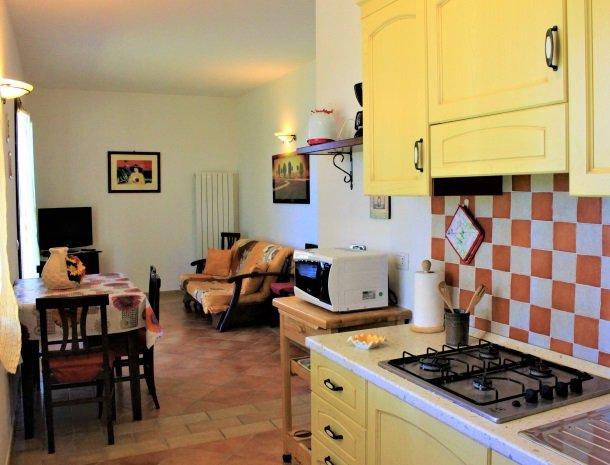 agrisantanna-appartementen-toscane-keuken-amaranto.jpg