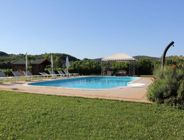 agrisantanna-appartementen-toscane-zwembad.jpg