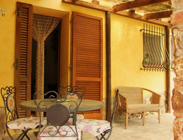 agrisantanna-appartementen-toscane-terras.jpg