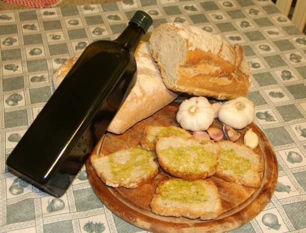 agrisantanna-appartementen-toscane-olijfolie-brood.jpg