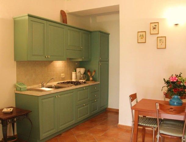 agrisantanna-appartementen-toscane-keuken-verde.jpg