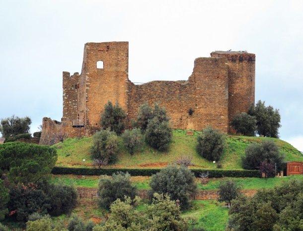 scarlino kasteel.jpg