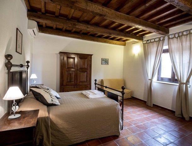 agriturismo-podere-santa-croce-toscane-kamer-standaard-bed.jpg