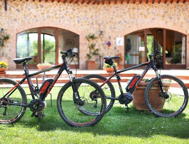 agriturismo-podere-santa-croce-toscane-mountainbikes.jpg