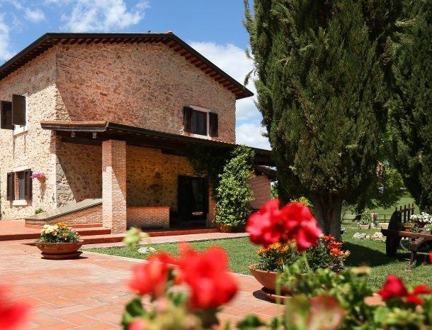 agriturismo-podere-santa-croce-toscane-bloemen.jpg