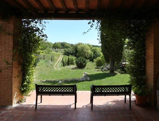 agriturismo-podere-santa-croce-toscane-uitzicht-tuin.jpg