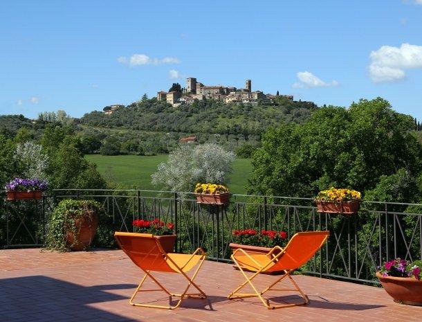 agriturismo-podere-santa-croce-toscane-uitzicht-montemerano.jpg