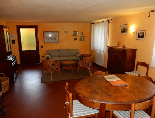 agriturismo-il-ghiaccio-suvereto-appartement-woonkamer.jpg