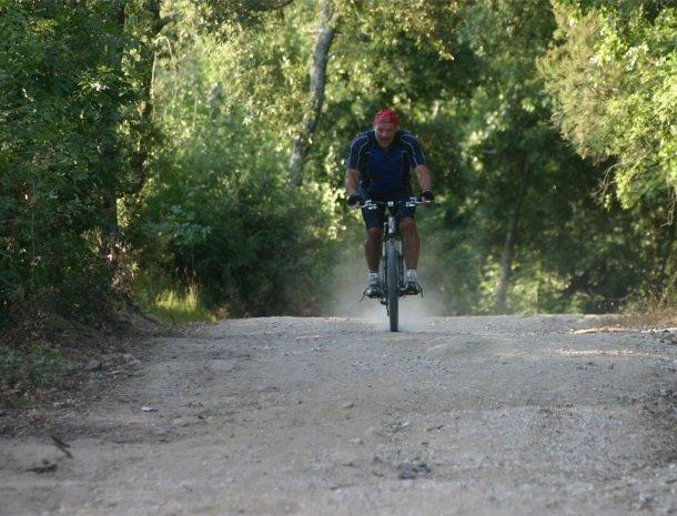 agriturismo-il-ghiaccio-suvereto-mountainbiken.jpg