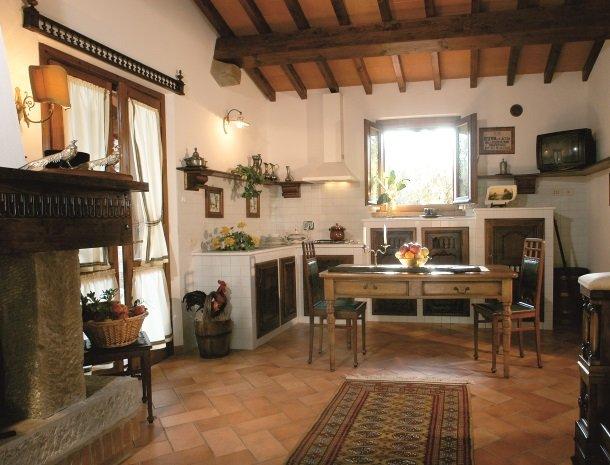agriturismo-la-rombaia-castiglione-della-pescaia-appartement-casa-di-caccia-keuken.jpg
