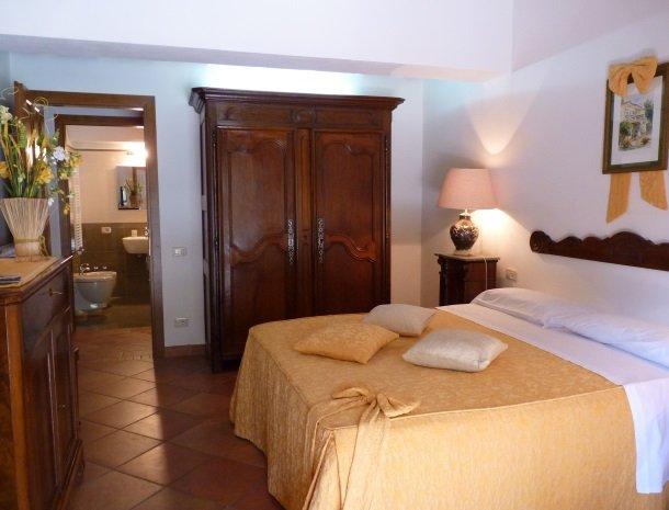 agriturismo-la-rombaia-castiglione-della-pescaia-appartement-pesa-slaapkamer.jpg
