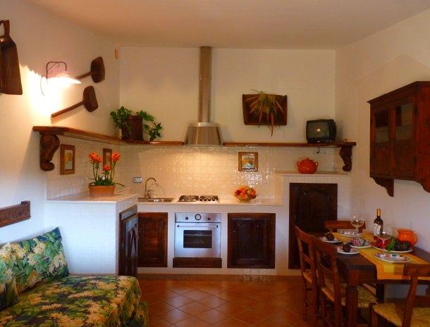 agriturismo-la-rombaia-castiglione-della-pescaia-appartement-mulino-keuken.jpg