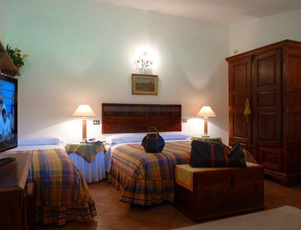 agriturismo-la-rombaia-castiglione-della-pescaia-appartement-mulino-slaapkamer.jpg