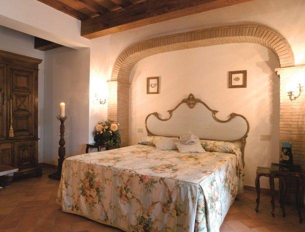 agriturismo-la-rombaia-castiglione-della-pescaia-appartement-reale-slaapkamer.jpg