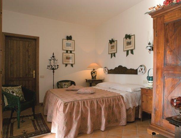 agriturismo-la-rombaia-castiglione-della-pescaia-appartement-cuccia-slaapkamer.jpg