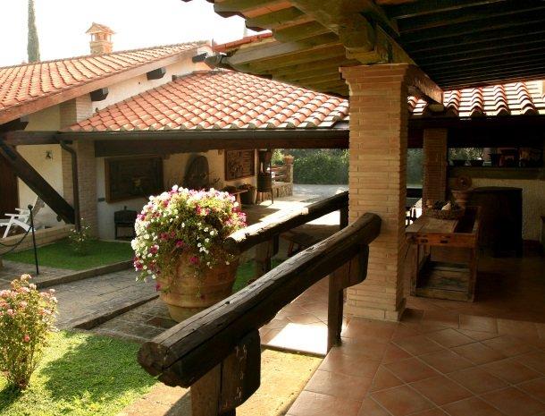 agriturismo-la-rombaia-castiglione-della-pescaia-appartement-detail-terras.jpg
