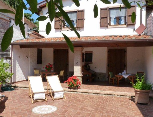 agriturismo-la-rombaia-castiglione-della-pescaia-appartement-reale-terras.jpg