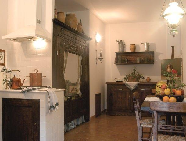 agriturismo-la-rombaia-castiglione-della-pescaia-appartement-frantoio-keuken.jpg