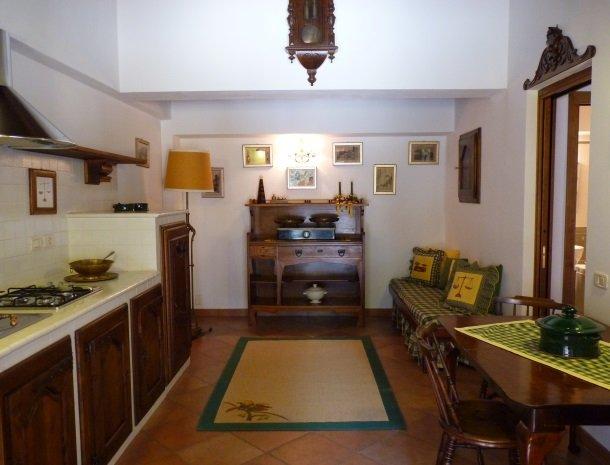 agriturismo-la-rombaia-castiglione-della-pescaia-appartement-pesa-keuken.jpg