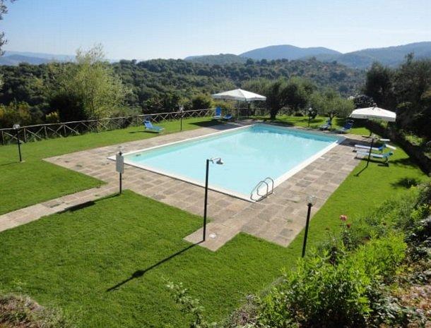 agriturismo-la-cianella-maremma-zwembad-natuur.jpg