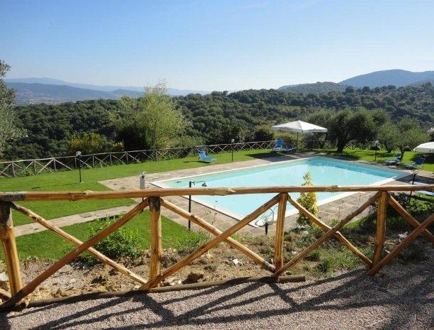 agriturismo-la-cianella-maremma-zwembad-uitzicht.jpg