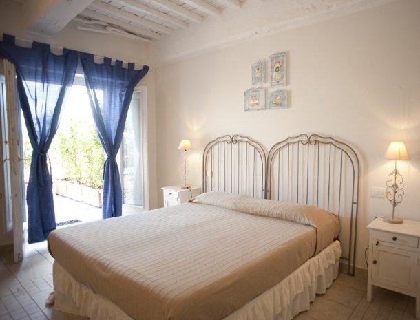 agriturismo-la-cianella-maremma-slaapkamer-terras.jpg