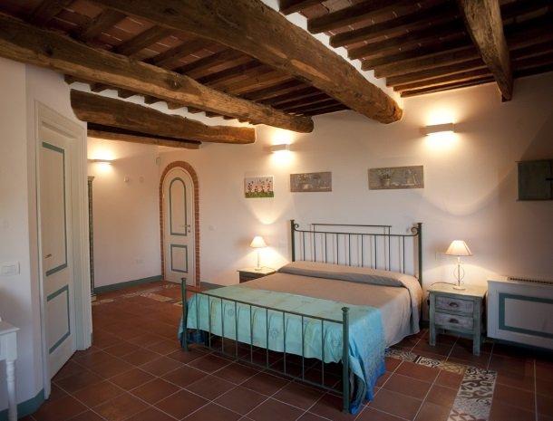agriturismo-la-cianella-maremma-slaapkamer-toscaans.jpg