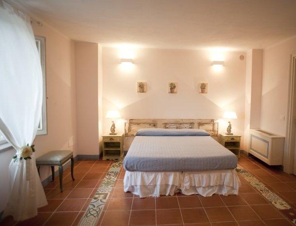 agriturismo-la-cianella-maremma-slaapkamer-raam.jpg