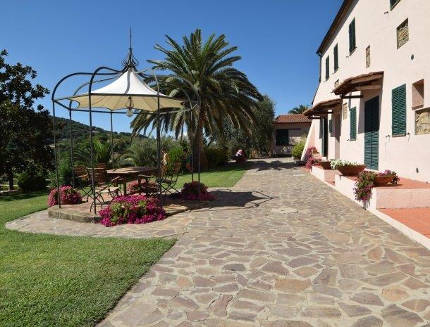 residence-della-luna-porto-azzurro-elba-appartementen-prieel.jpg