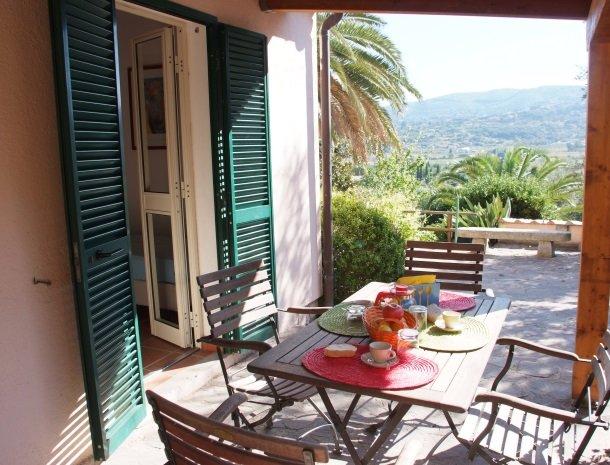 residence-della-luna-porto-azzurro-elba-appartementen-terras.jpg
