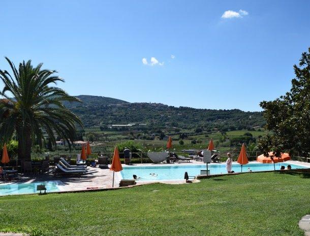 residence-della-luna-porto-azzurro-elba-zwemmen.jpg