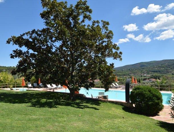 residence-della-luna-porto-azzurro-elba-zwembad.jpg