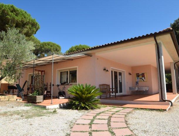 residence-della-luna-porto-azzurro-elba-receptie.jpg