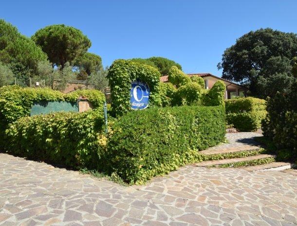 residence-della-luna-porto-azzurro-elba-appartementen-ingang.jpg