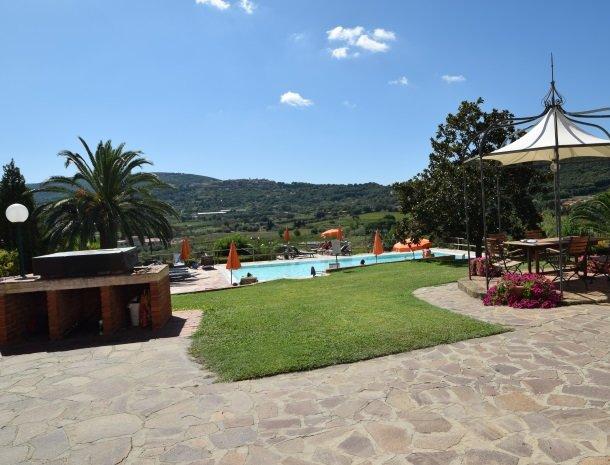 residence-della-luna-porto-azzurro-elba-barbecue-zwembad.jpg