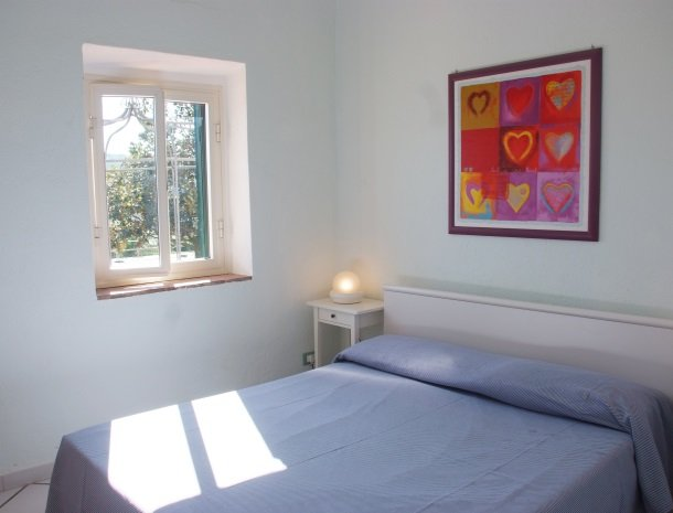 residence-della-luna-porto-azzurro-elba-appartementen-bed.jpg