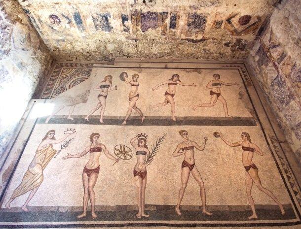 villa romana bikinimeisjes mozaieken.jpg
