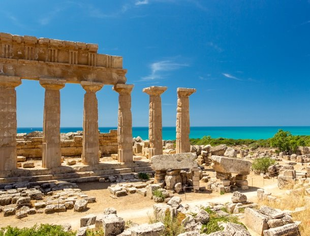 selinunte tempel sicilie zee.jpg