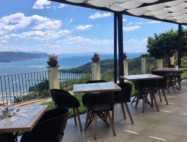 relais-le-ville-ligurie-la-spezia-terras-restaurant.jpg