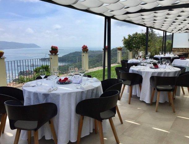 relais-le-ville-ligurie-la-spezia-restaurant-tafels.jpg